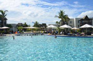 Wyndham Resort Denarau Island Fiji pool